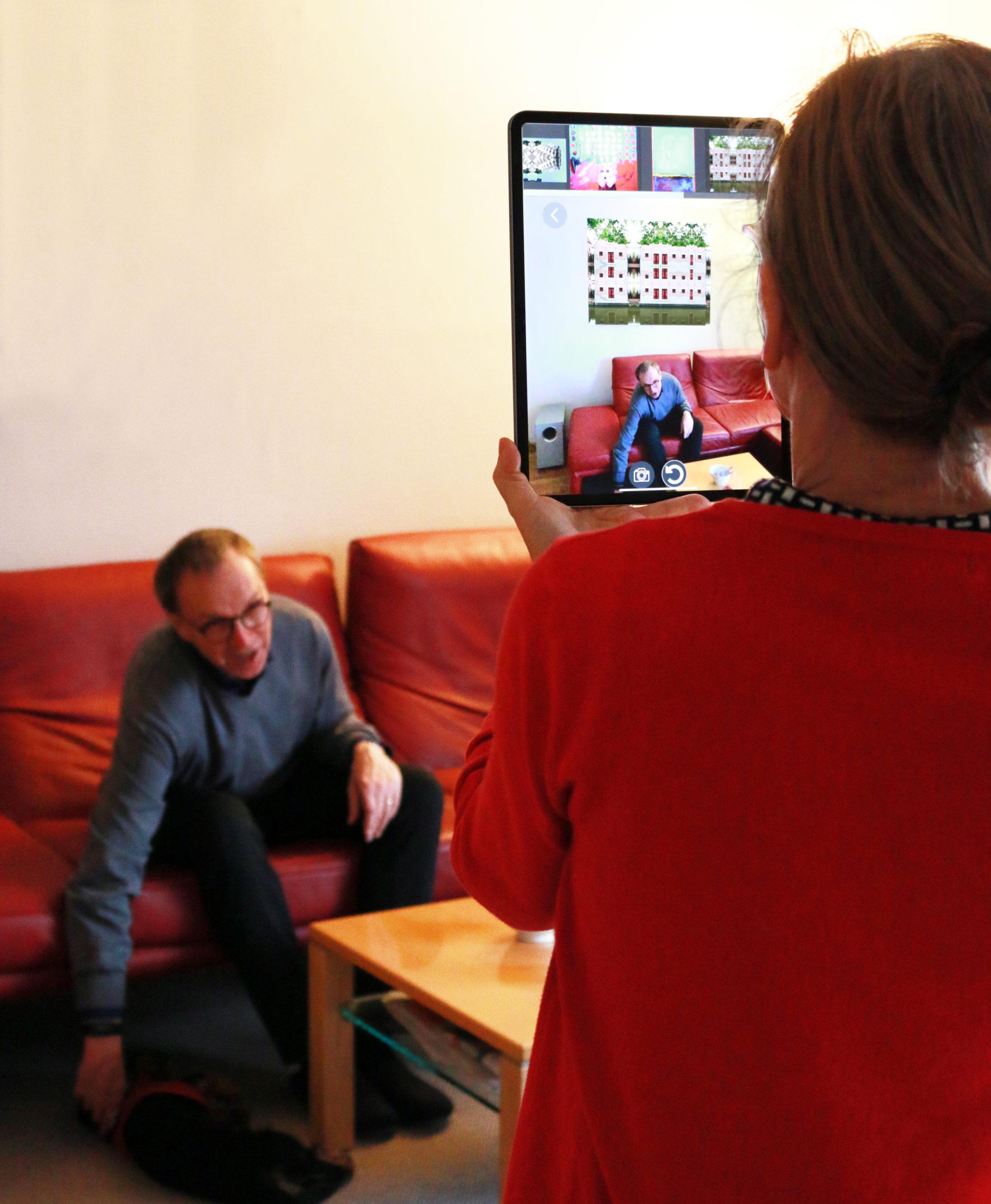 Kunstwerke zu Hause ausprobieren mit der Augmented Reality-App